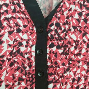 Willi Smith Tops - Willi Smith red with black trim pattern blouse